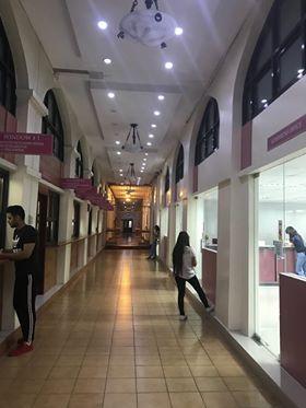 セントロエスカラー大学(Centro Escolar University )の廊下
