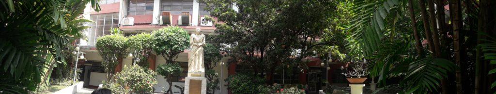 セントロエスカラー大学(Centro Escolar University )の校庭