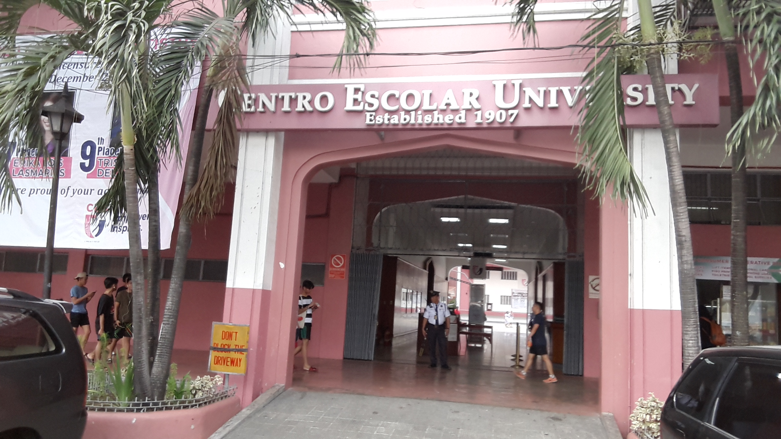セントロエスカラー大学(Centro Escolar University )の入口
