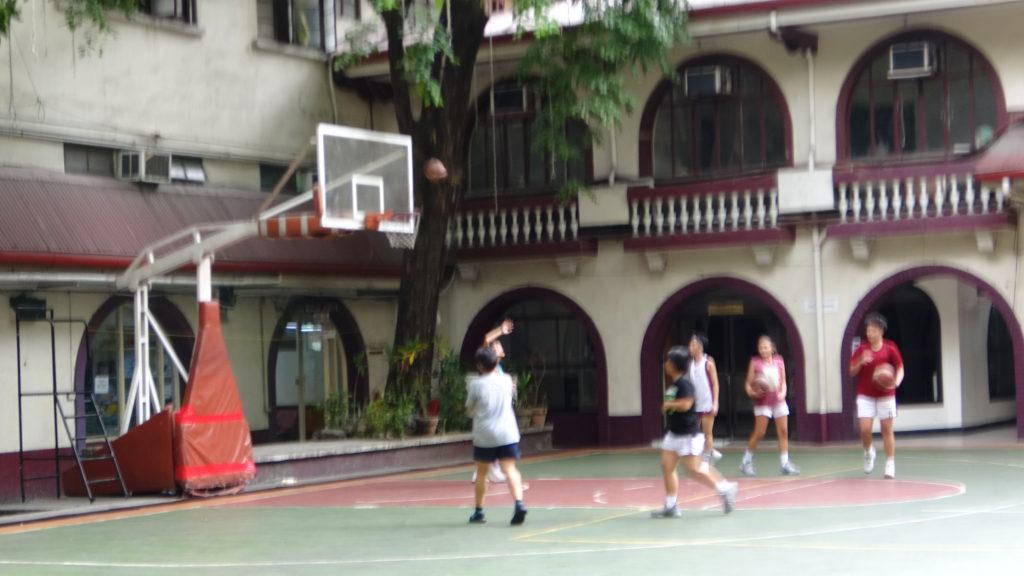 ファー・イースタン大学(Far Eastern University)のバスケットボールコート