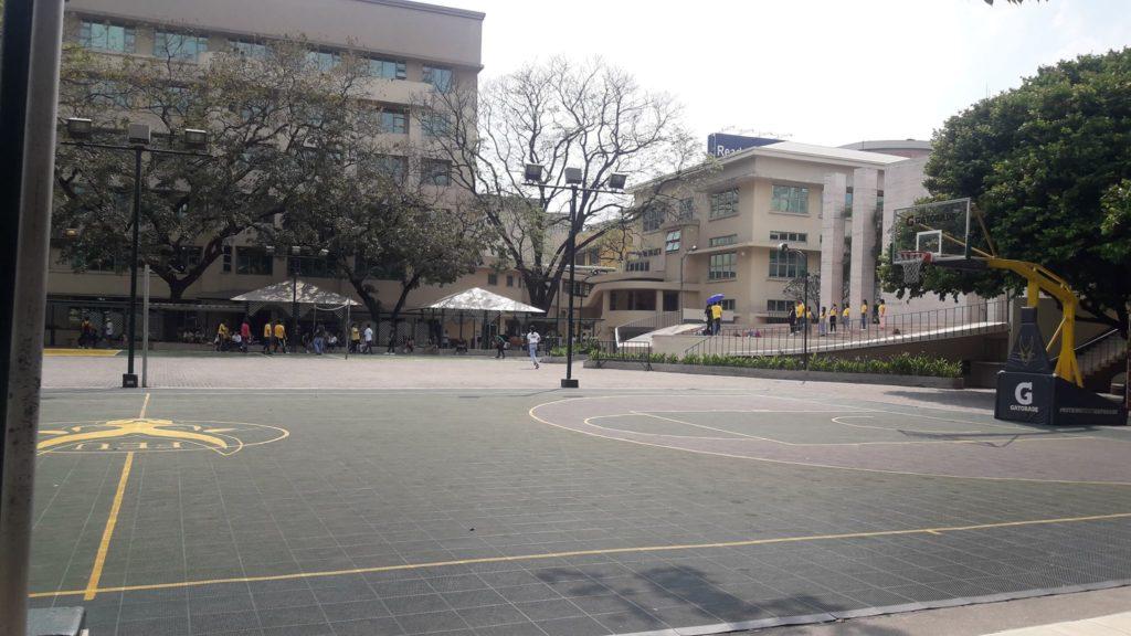 ファー・イースタン大学(Far Eastern University)のステージ