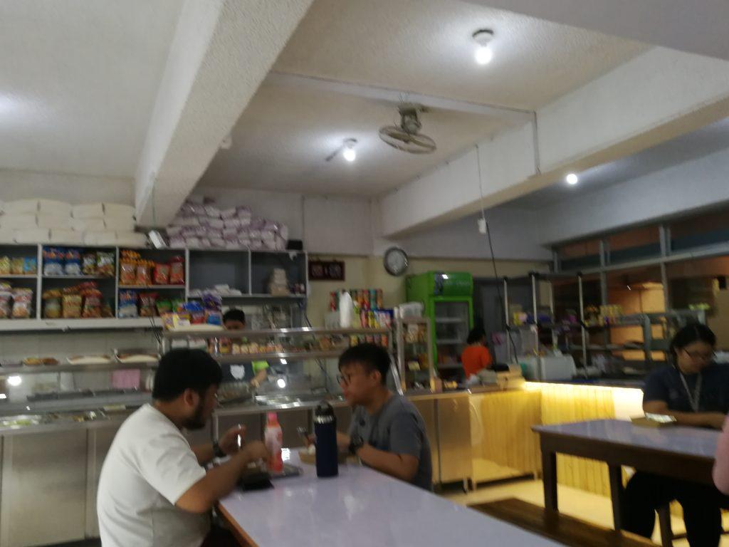 フィリピン国立大学ディリマン校(University of the Philippines Diliman)の食堂