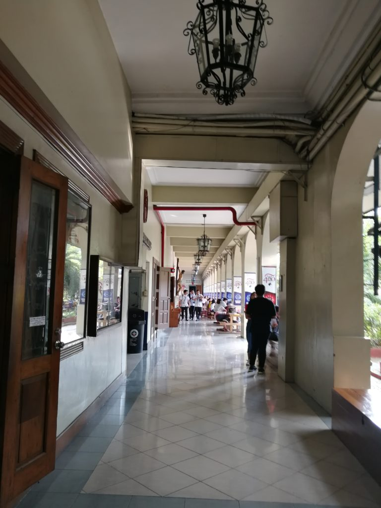 レトラン大学(Letran College)の廊下