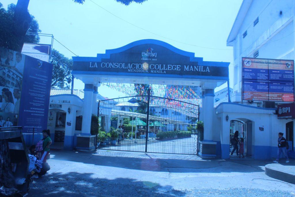 ラコンソラチオンカレッジ(La Consolacion College)の正面玄関