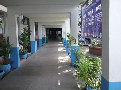 ラコンソラチオンカレッジ(La Consolacion College)の廊下