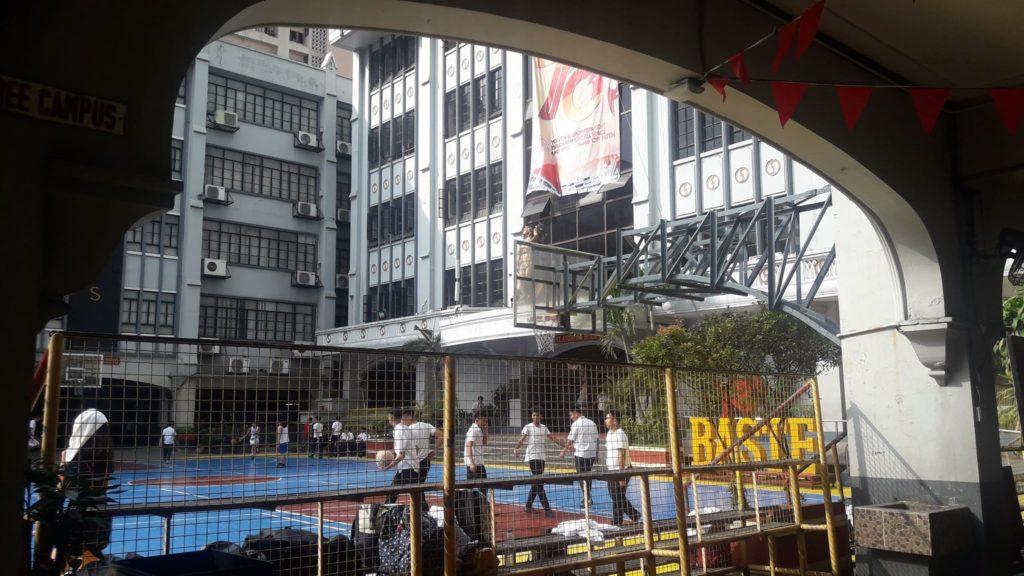サン・セバスティアン大学(San Sebastian College)のバスケットボールコート