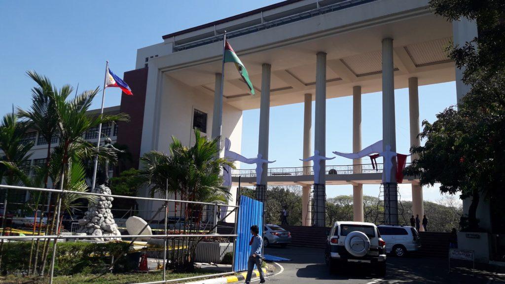 マニラの大学ランキング:<1位>フィリピン国立大学ディリマン校(University of the Philippines Diliman)のメインゲート