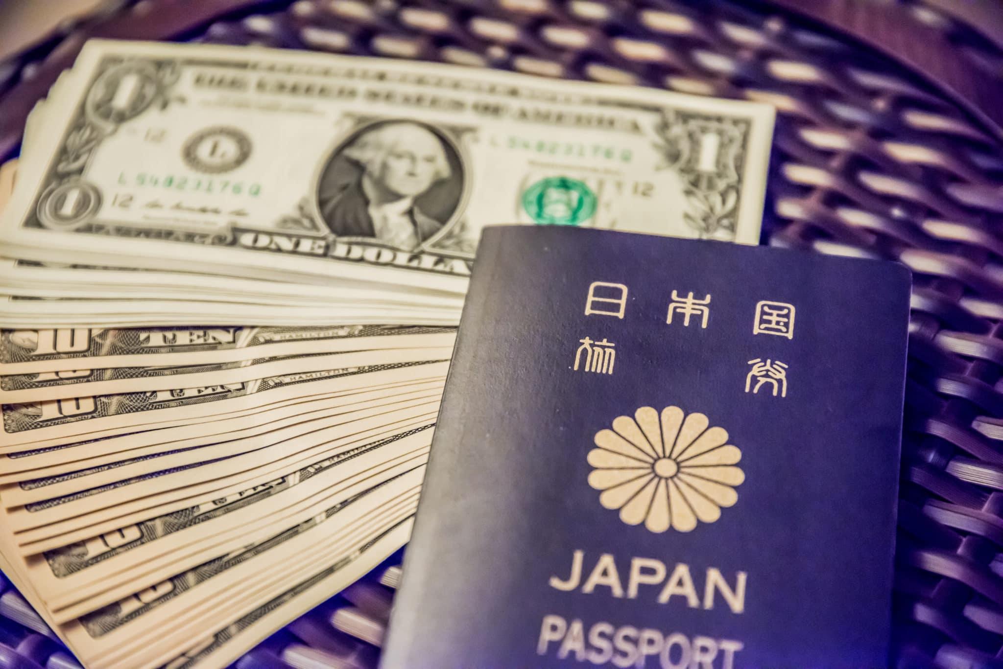フィリピン留学にお金と共に出発する人