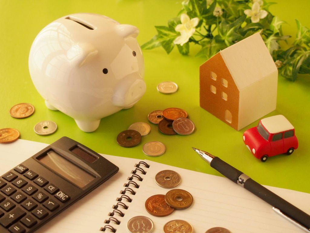 セブ島留学の費用一覧と貯金箱の写真