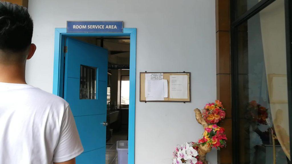 セブ大学(University of Cebu)の部屋入り口