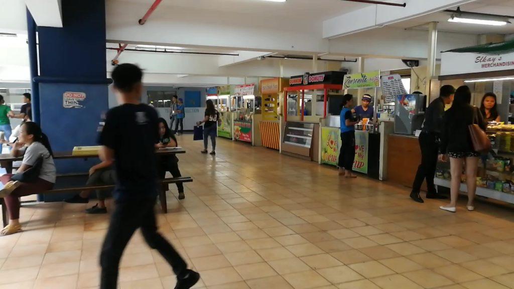 セブ大学(University of Cebu)の食堂