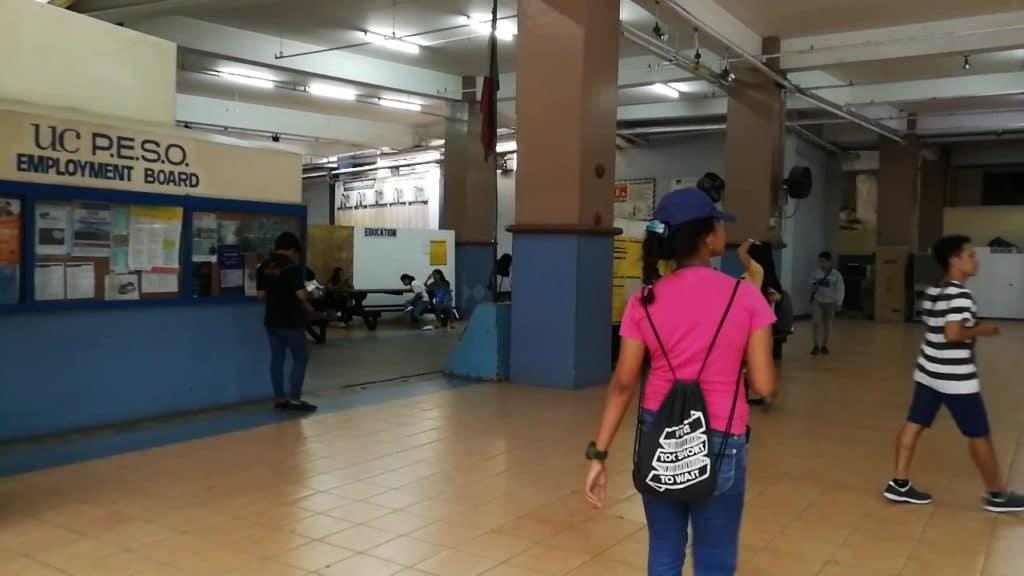 セブ大学(University of Cebu)の広場