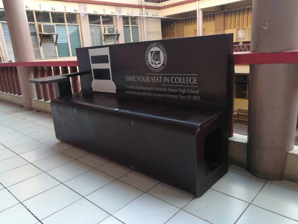 サウスウェスタン大学(Southwestern University)のベンチ