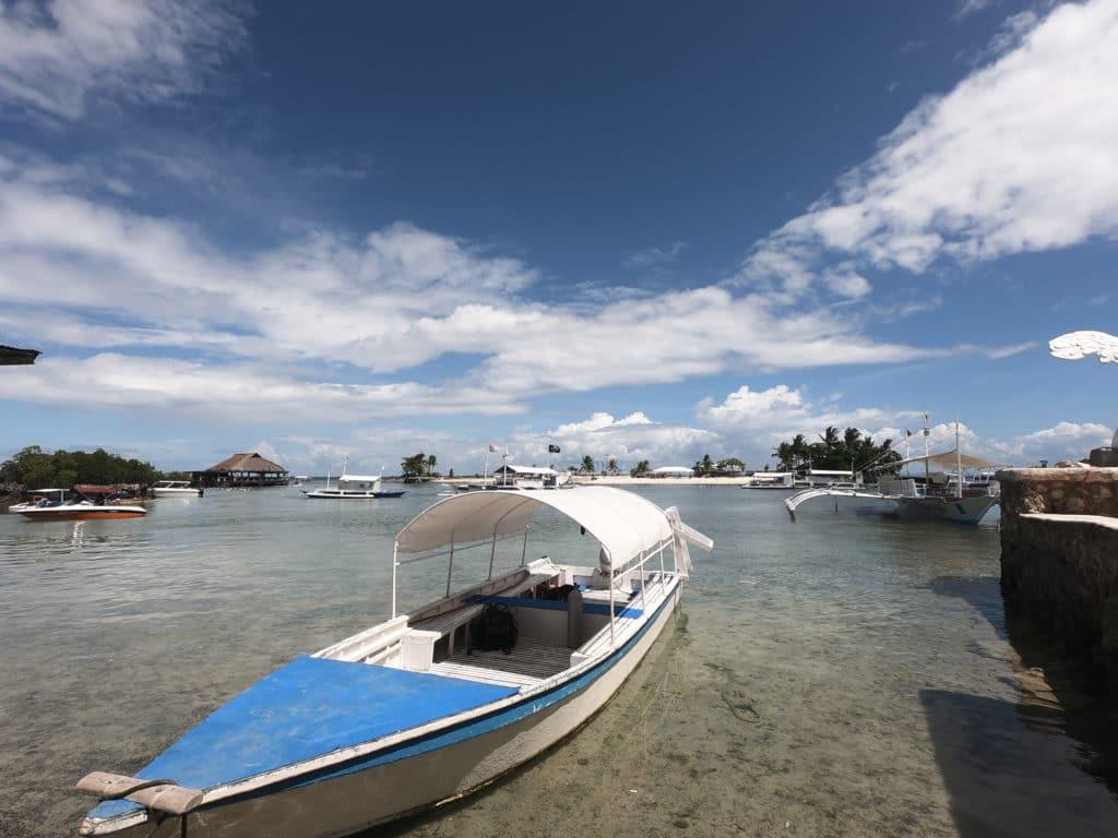 セブ島のビーチと船
