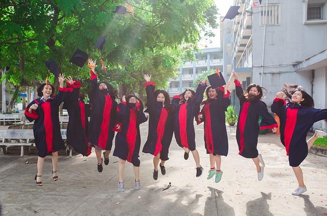 海外大学の卒業式の写真