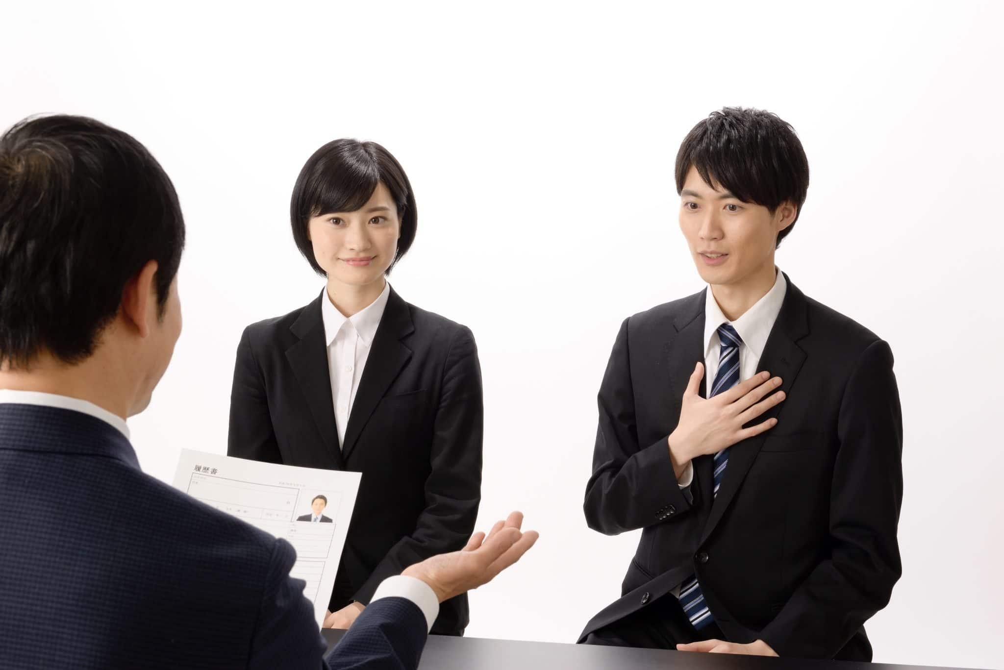 海外大学生が就職面接に向かう写真