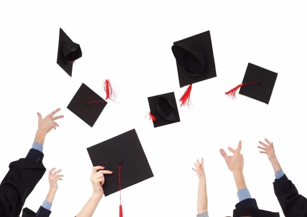 フィリピン大学留学の卒業時期に行われる3つの習慣