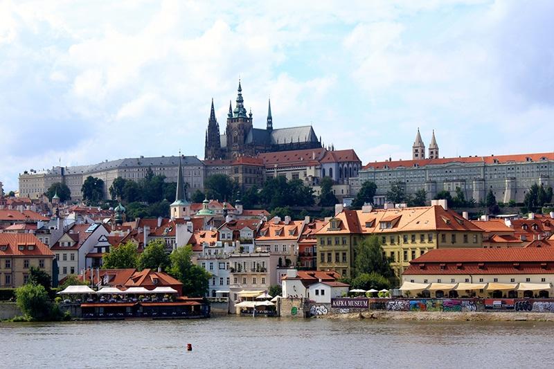 大学留学の費用が安い国:チェコ