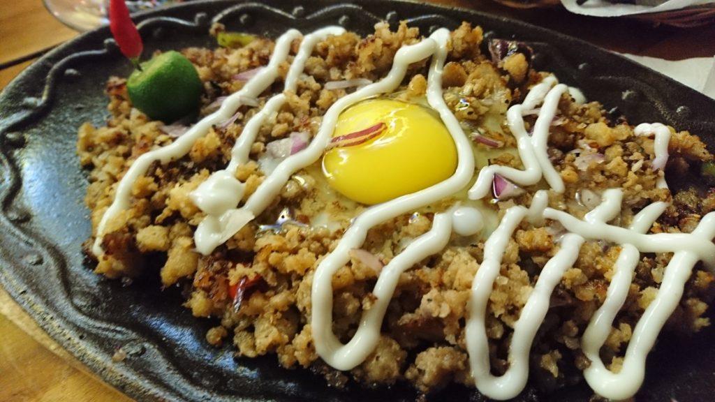 フィリピンで食べておくべき定番食べ物①シシグ
